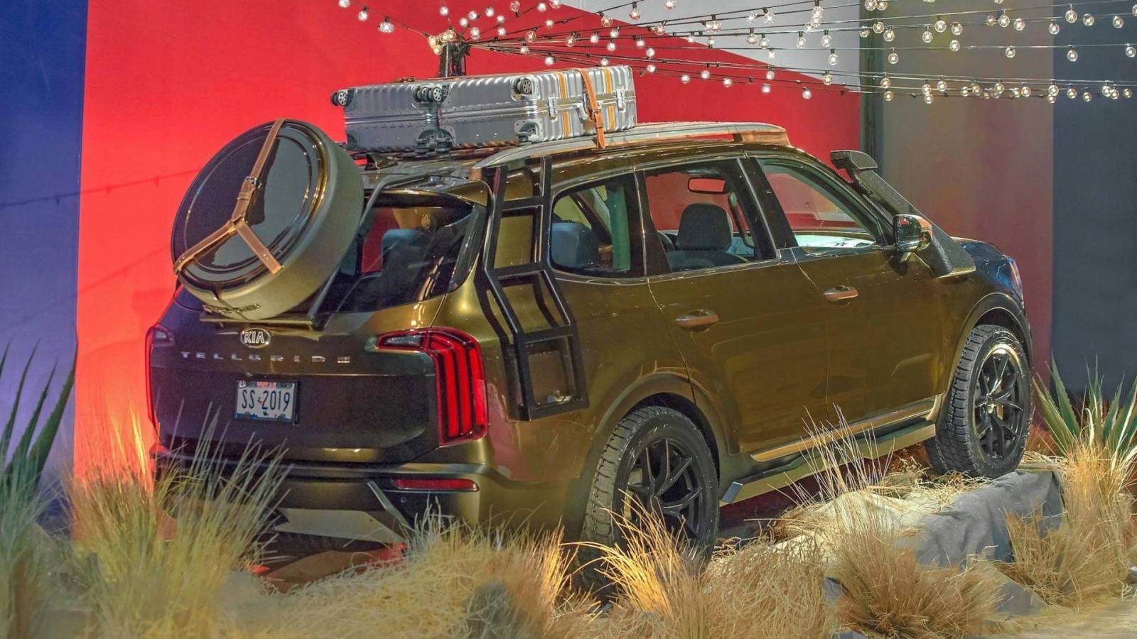 Большой кросс Kia Telluride в предсерийном варианте показан в Нью-Йорке