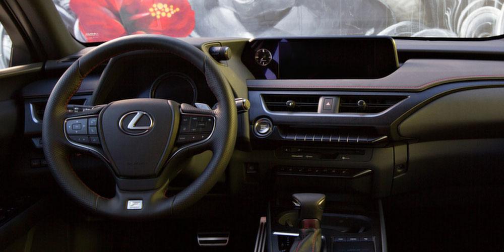 Дилеры в России начали принимать заявки на новый кросс Lexus UX