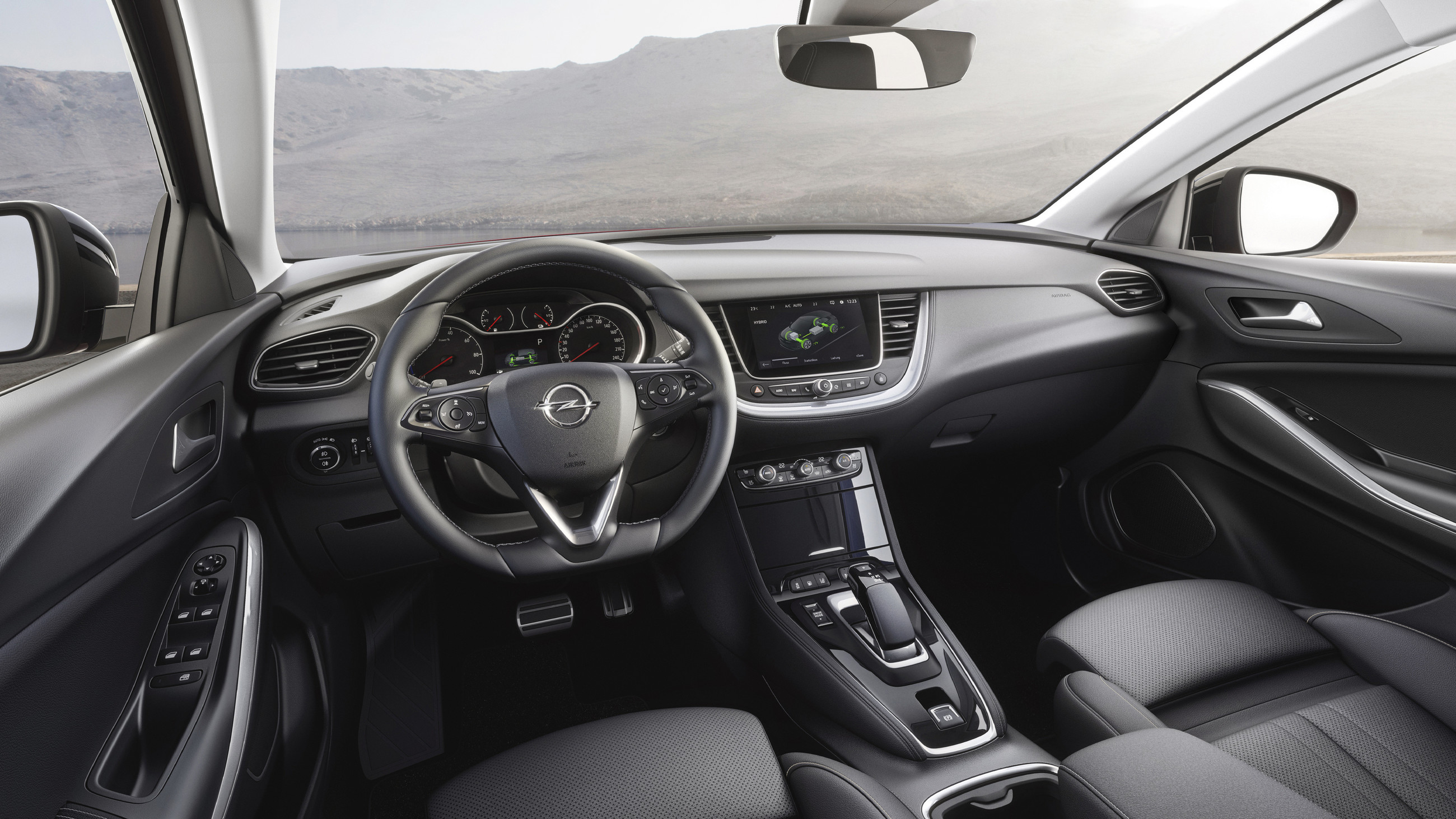 Opel представил кроссовер Grandland X Hybrid4