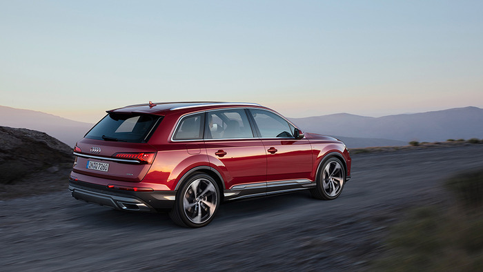 Audi Q7 представлен после рестайлинга