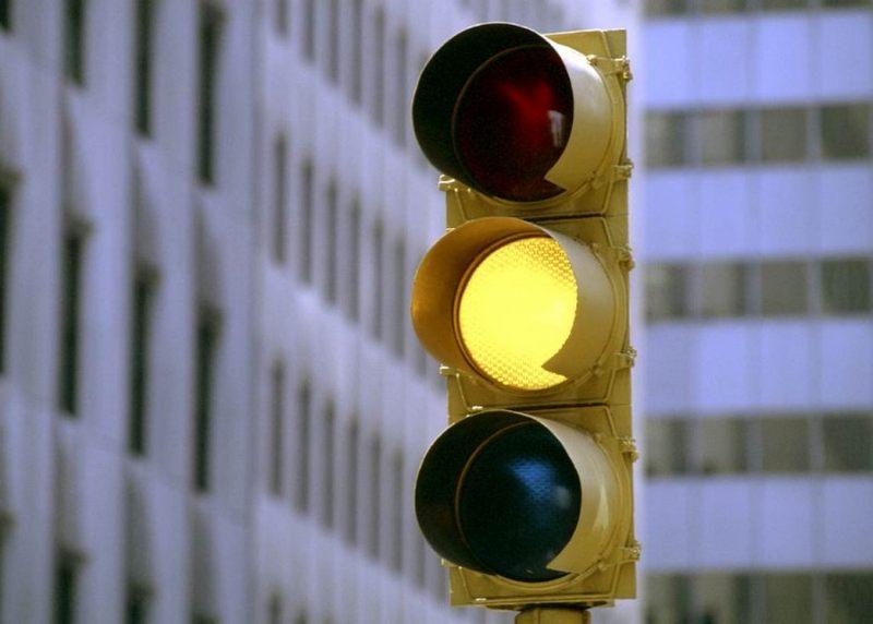 Проезд на красный или жёлтый свет светофора