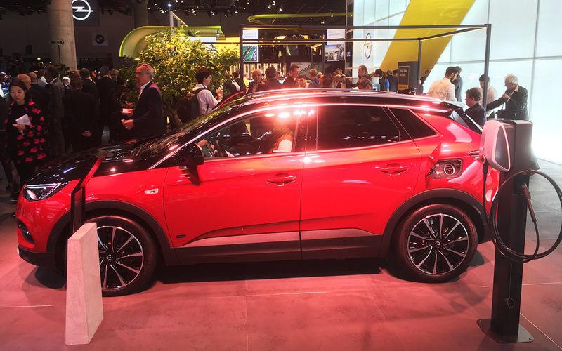 Новую версию Opel Grandland X немецкий бренд показал во Франкфурте