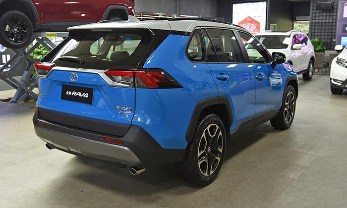 Toyota  выводит на рынок Китая новый RAV4 и модификацию на его базе