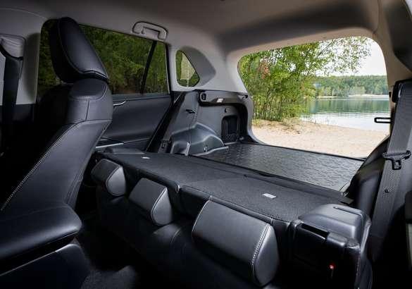 Toyota объявила рублевый ценник и прием заявок на RAV4 5-го поколения
