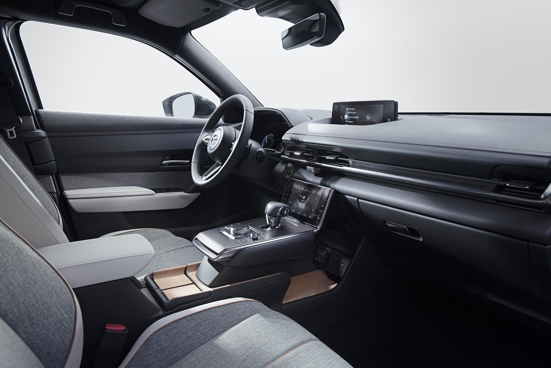 Компания Mazda показала публике автосалона в Токио электрокроссовер MX-30