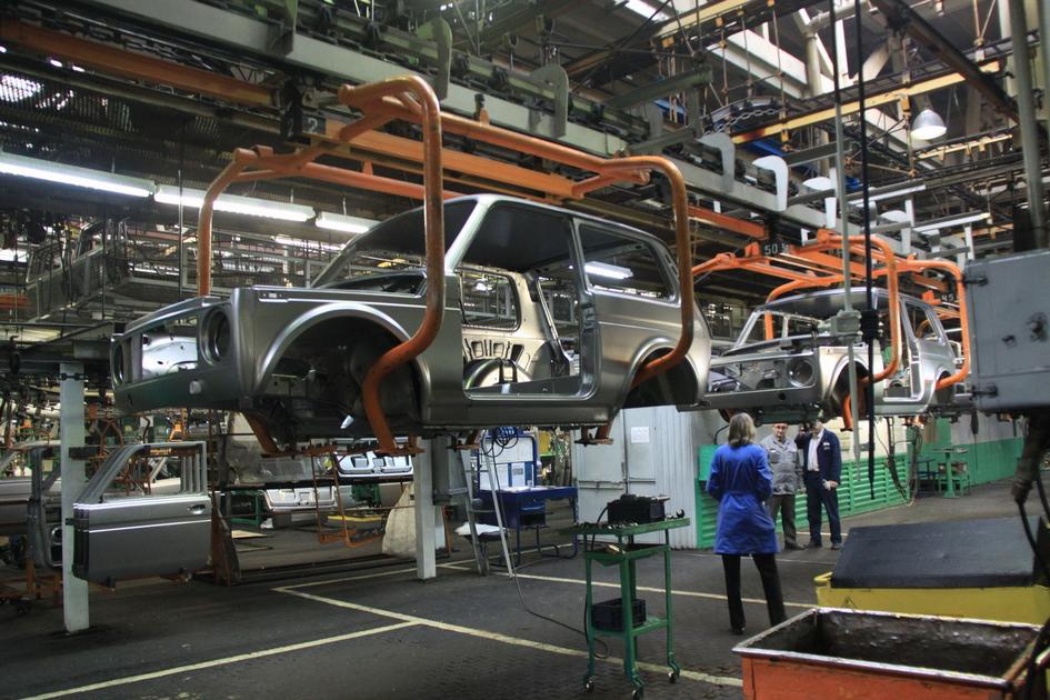 Волжский автозавод начал собирать обновленный внедорожник Lada 4x4