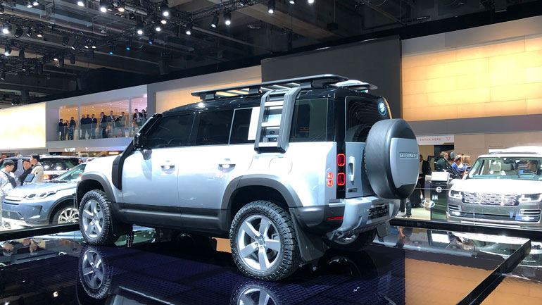 Рассекречены сроки поставки кроссов Land Rover Defender в Россию