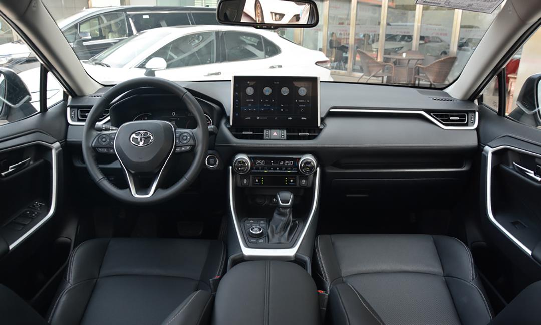 Кроссоверы Toyota Wildlander появятся у дилеров марки в Китае в конце апреля