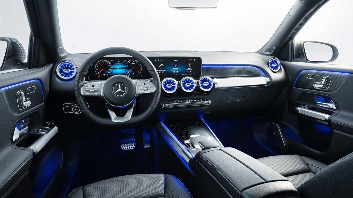Обновленный кросс Mercedes-Benz GLB добрался в дилерские центры в России