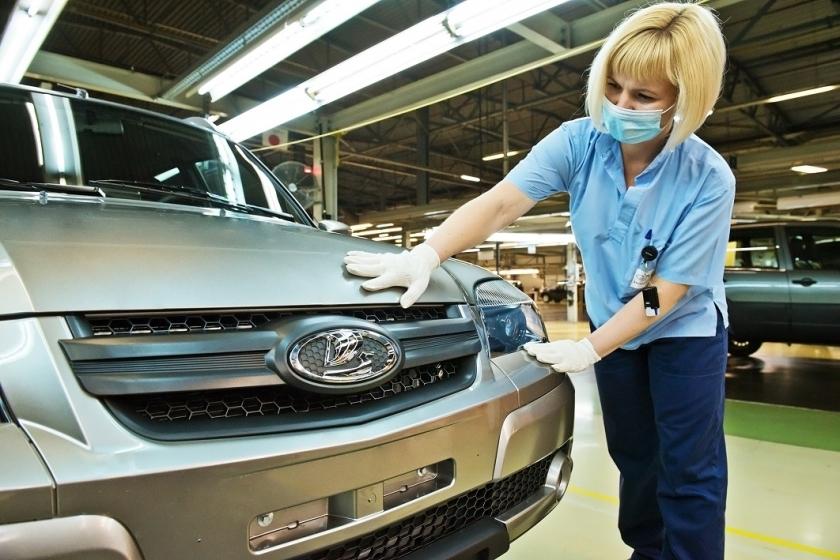 Внедорожник Lada Niva встал на конвейер. АвтоВаз презентовал снимки модели