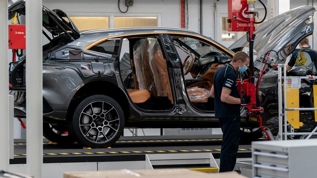Первый в истории Aston Martin кросс DBX встал на сборочный конвейер